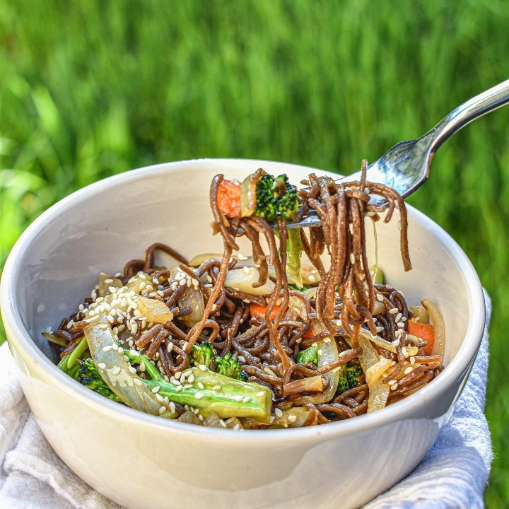 TOASTED SESAME NOODLES WITHVEGGIES